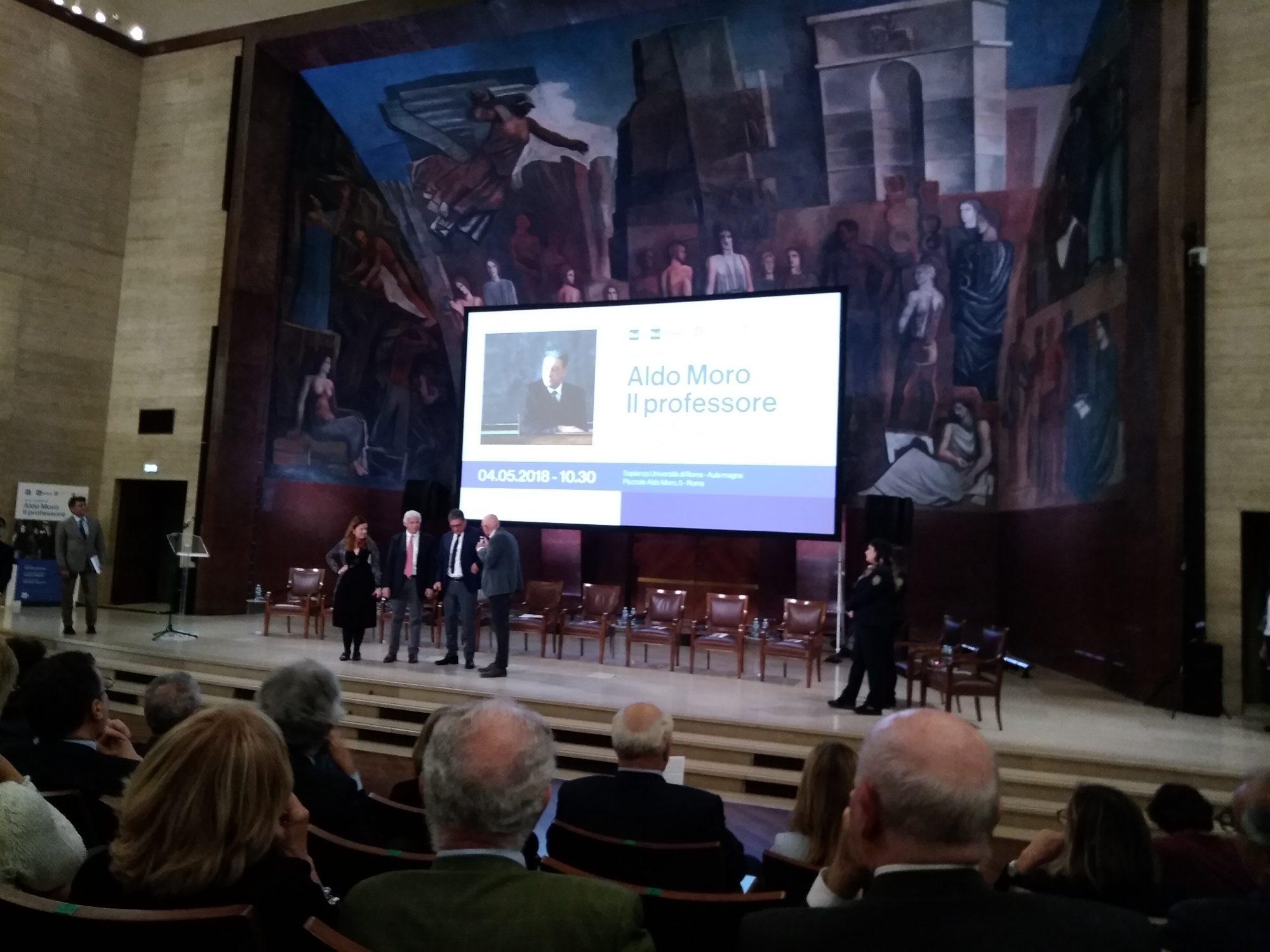 Aldo Moro Il Professore. Stasera su Rai Uno la docufiction tratta dal libro di Giorgio Balzoni con Sergio Castellitto