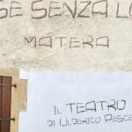 """""""Case senza luce, Matera"""": lo spettacolo di Ulderico Pesce in scena stasera. Nella città dei Sassi tra occupazione delle terre e futuro"""