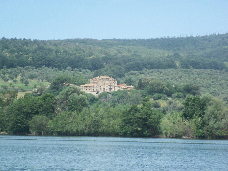 La storica tenuta di Vicarello comprata dai Cinesi. L'alta finanza sul lago. Solo speculazione finanziaria? La Regione Lazio sta a guardare