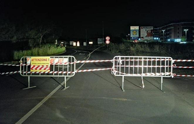 """Bracciano """"chiusa e basta"""": traffico interdetto sulla Braccianese all'altezza dell'antico acquedotto Odescalchi"""