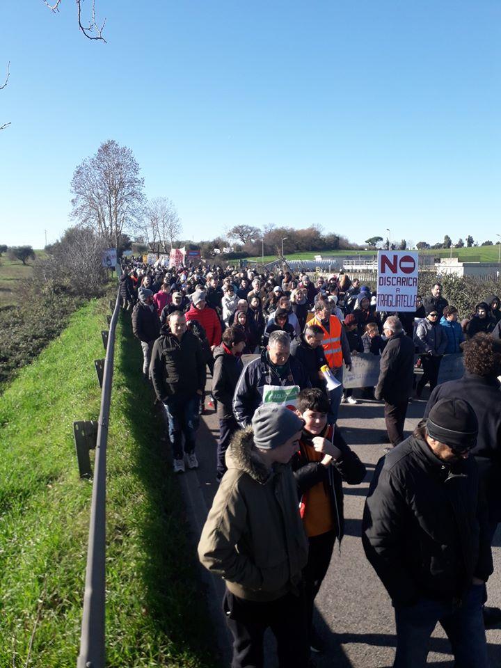 Tragliatella – Tremila persone in strada per dire NO alla discarica