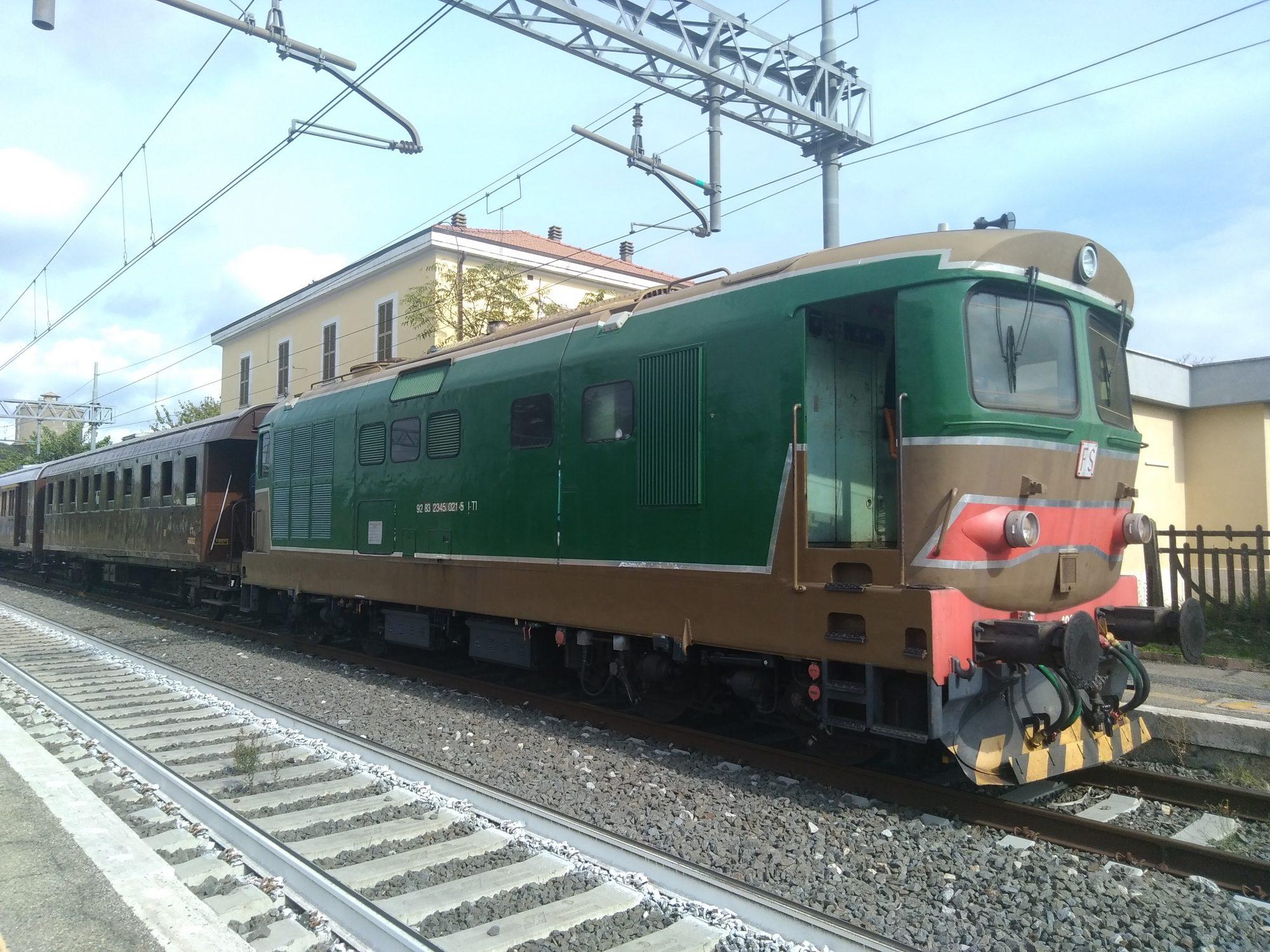 Con Terra Tua Domenica 22 dicembre viaggio in treno storico tra Roma e Viterbo. Per viaggiare slow e vivere l'atmosfera di Natale della Città dei Papi
