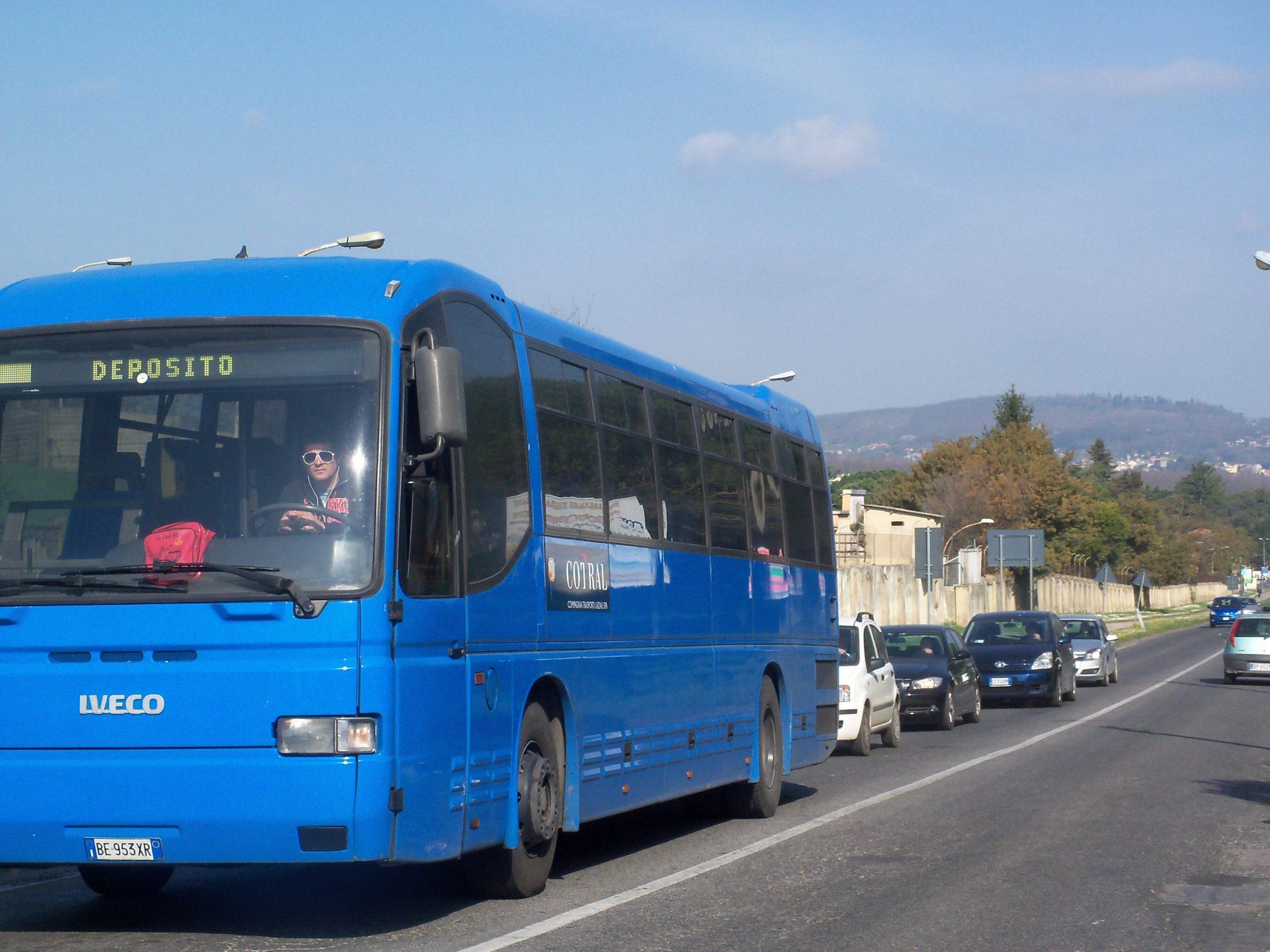Fiamme sulla corriera Bracciano-Trevignano