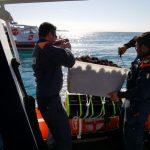 Fermati dalla Guardia Costiera tre pescatori abusivi di ricci di mare. Sequestrati più di 1200 ricci di mare.