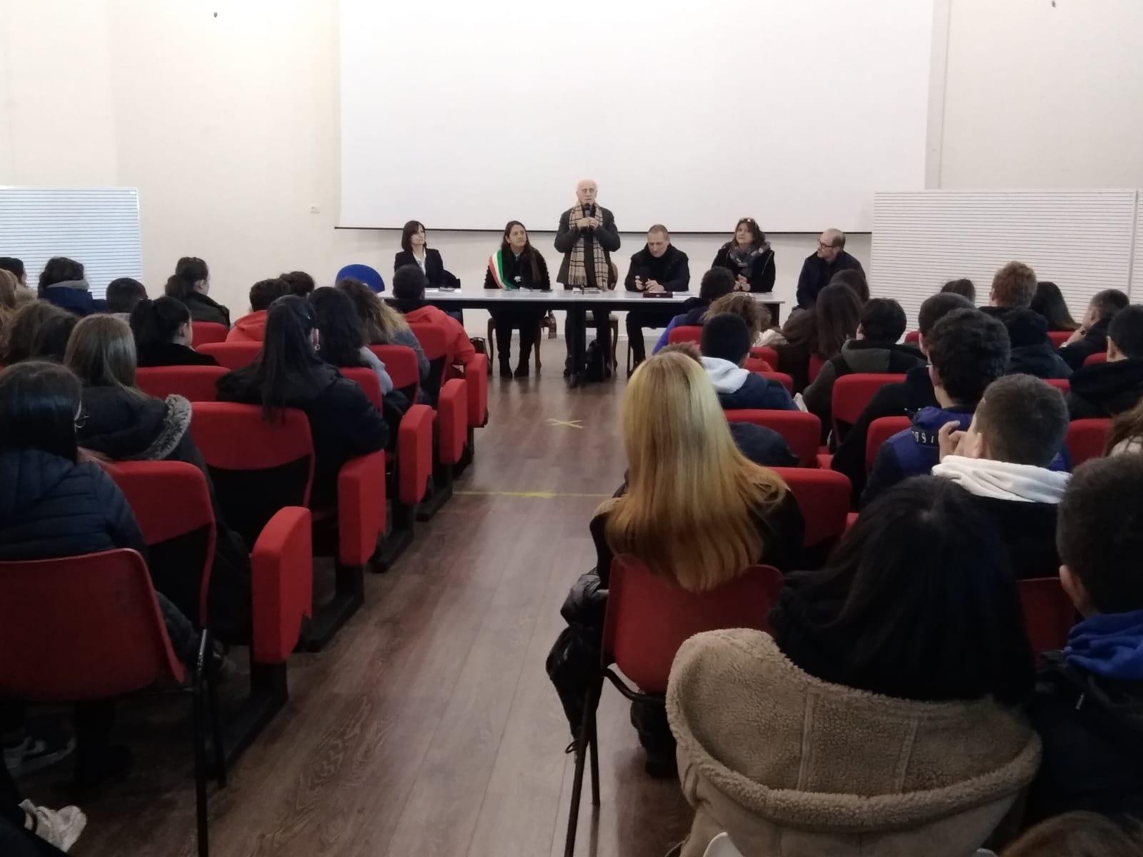 Ugo Foà incontra oltre 200 studenti dell'Istituto Comprensivo San Francesco di Anguillara